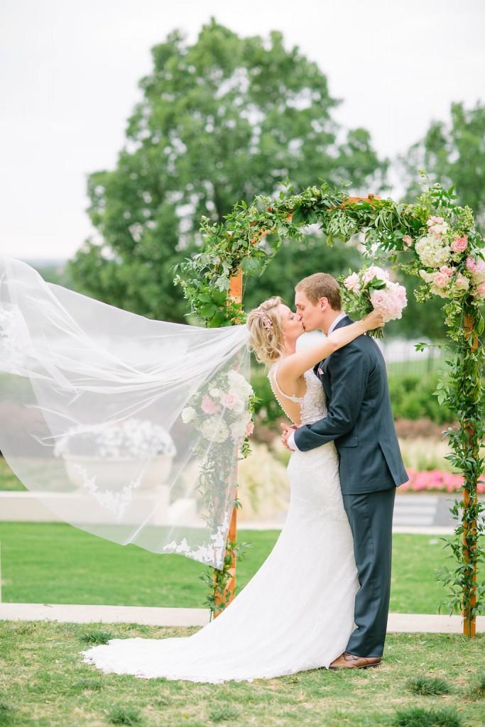 RACHEL AND WILL'S CHIC WEDDING IN BUCKINGHAMSHIRE